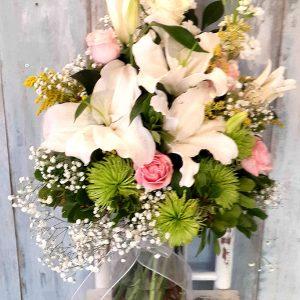 Yeşil Ve Beyaz Çiçekler