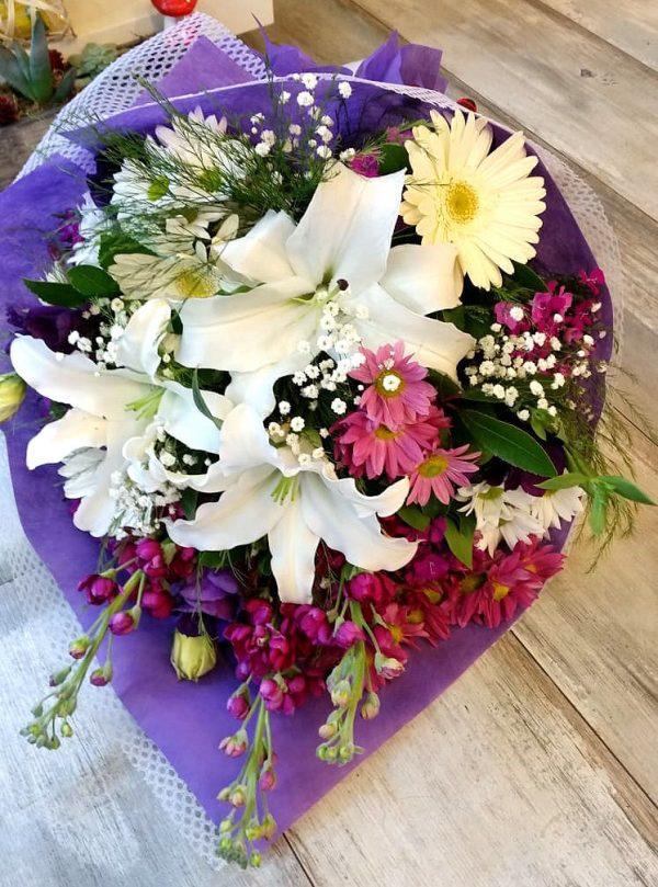 Mor Ve Beyaz Çiçekler