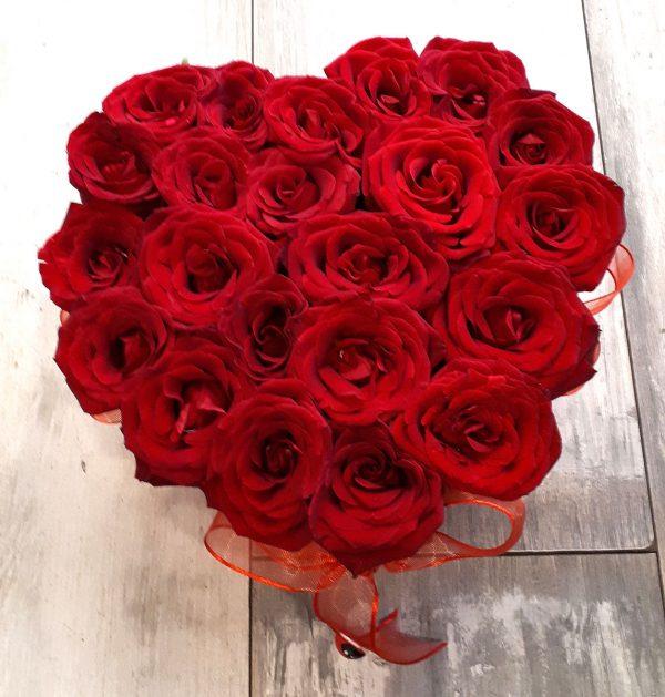 Kalp Şeklinde Kutulu Güller